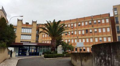 Coronavirus, il laboratorio di Locri (per ora) non analizzerà i tamponi eseguiti in ospedale