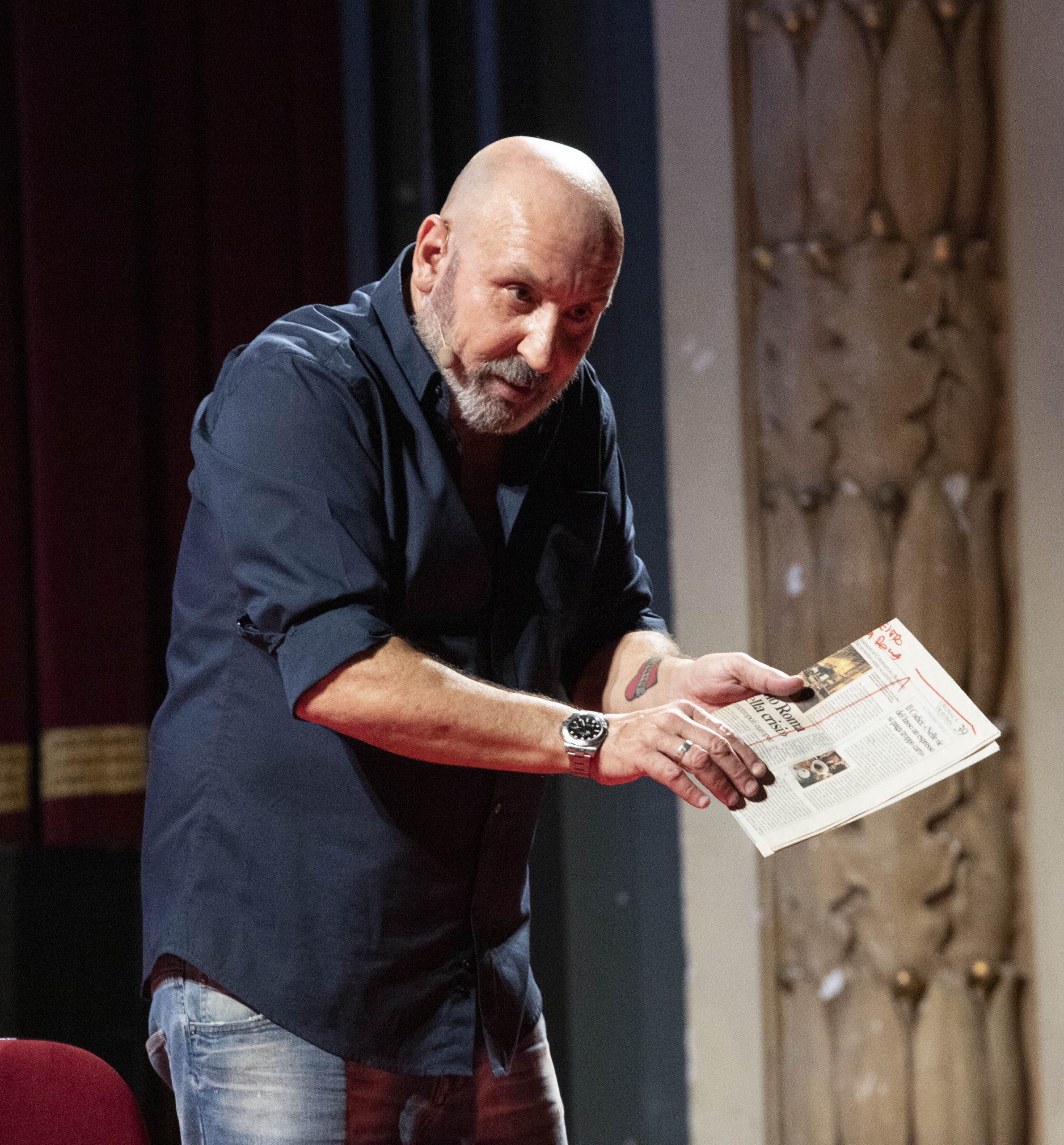La vita privata ispira gag e risate nello show di Maurizio Battista