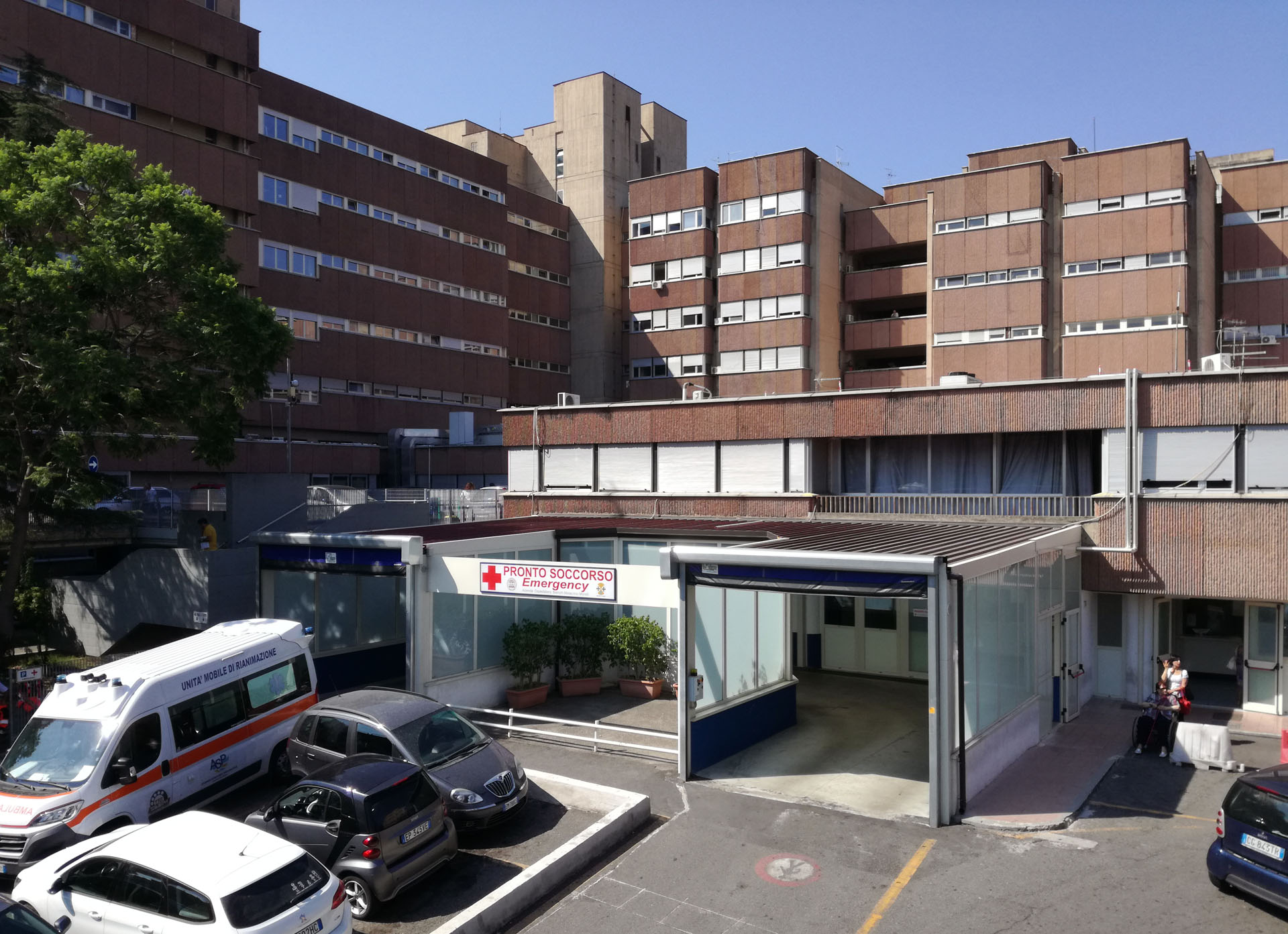 Coronavirus al Gom, troppi contagiati: chiude il reparto di Ortopedia