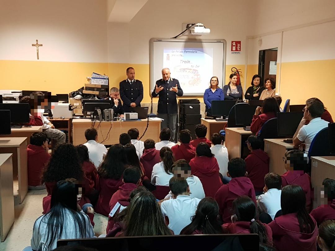 """Gli alunni del """"De Amicis-Bolani"""" a lezione di sicurezza ferroviaria"""