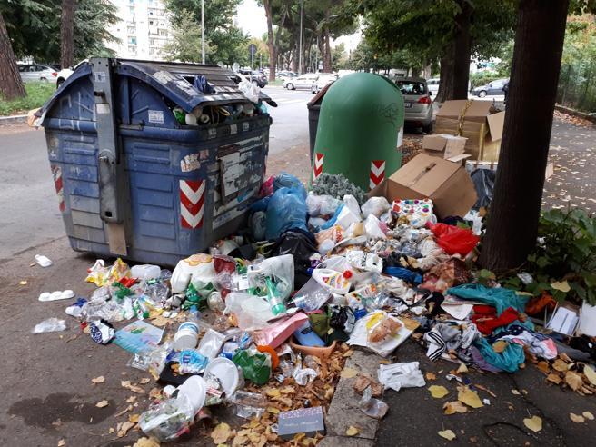 """Caos rifiuti, le associazioni: «Ecoballe? L'ennesima """"non"""" soluzione»"""