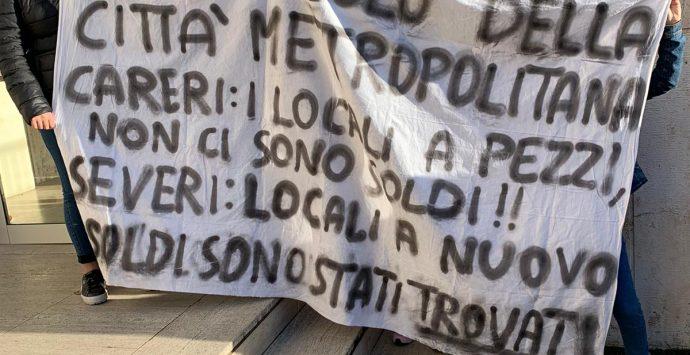 """Taurianova, gli allievi del """"Careri"""" protestano e bloccano la scuola"""