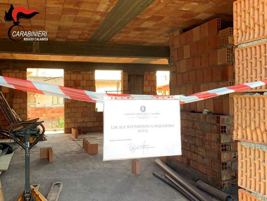 Abusi edilizi a Cataforio e Gallina, quattro persone deferite