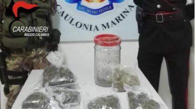 Roccella Jonica, lanciano la droga dalla finestra del bagno, arrestati