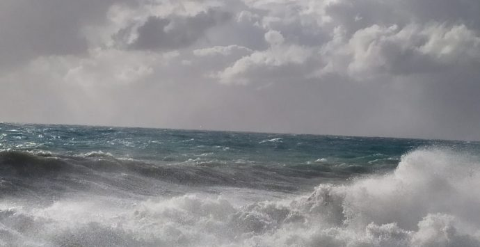 Maltempo a Saline Joniche, allagamenti e acqua alta come a Venezia