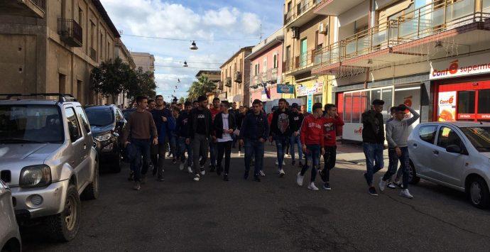 Locri, gli studenti scendono in piazza in difesa dell'ospedale