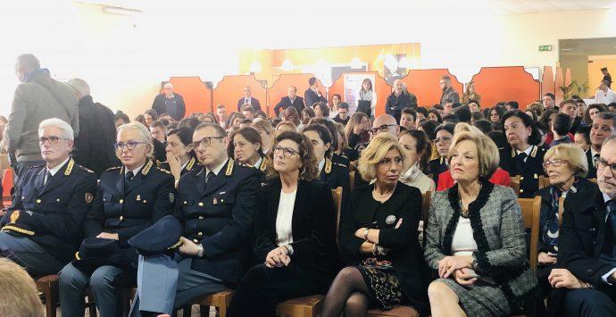 Villa intitola l'auditorium alla Loi. «Chi muore in divisa non viene dimenticato»