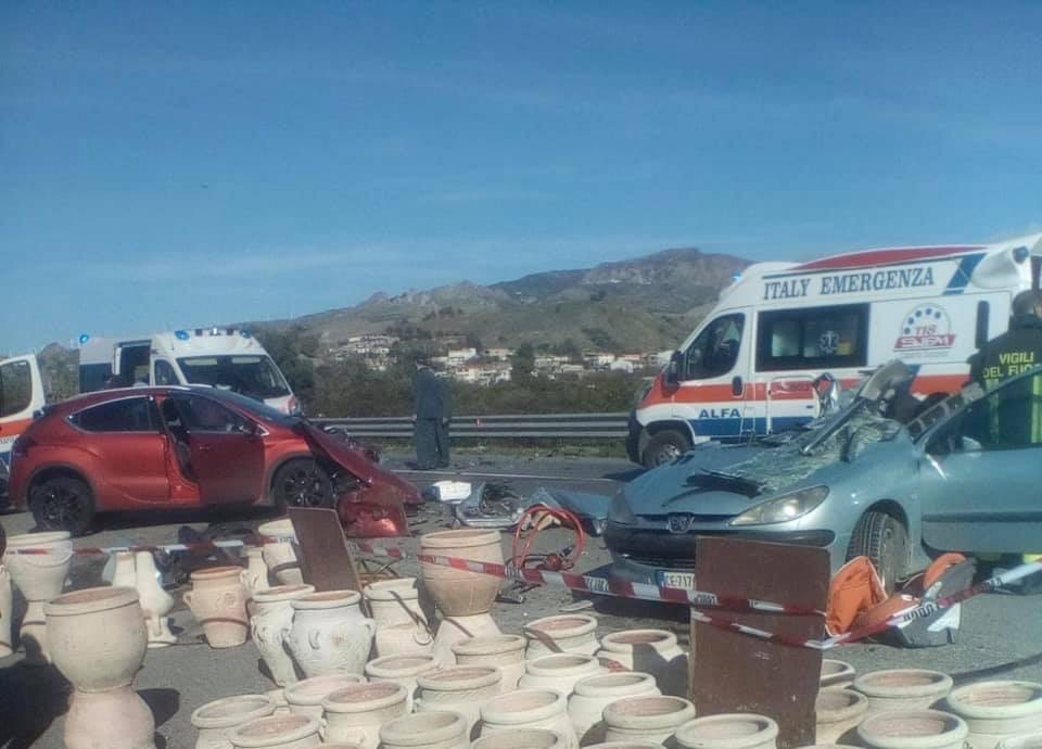 Incidente mortale a Melito, una vittima e due feriti gravi