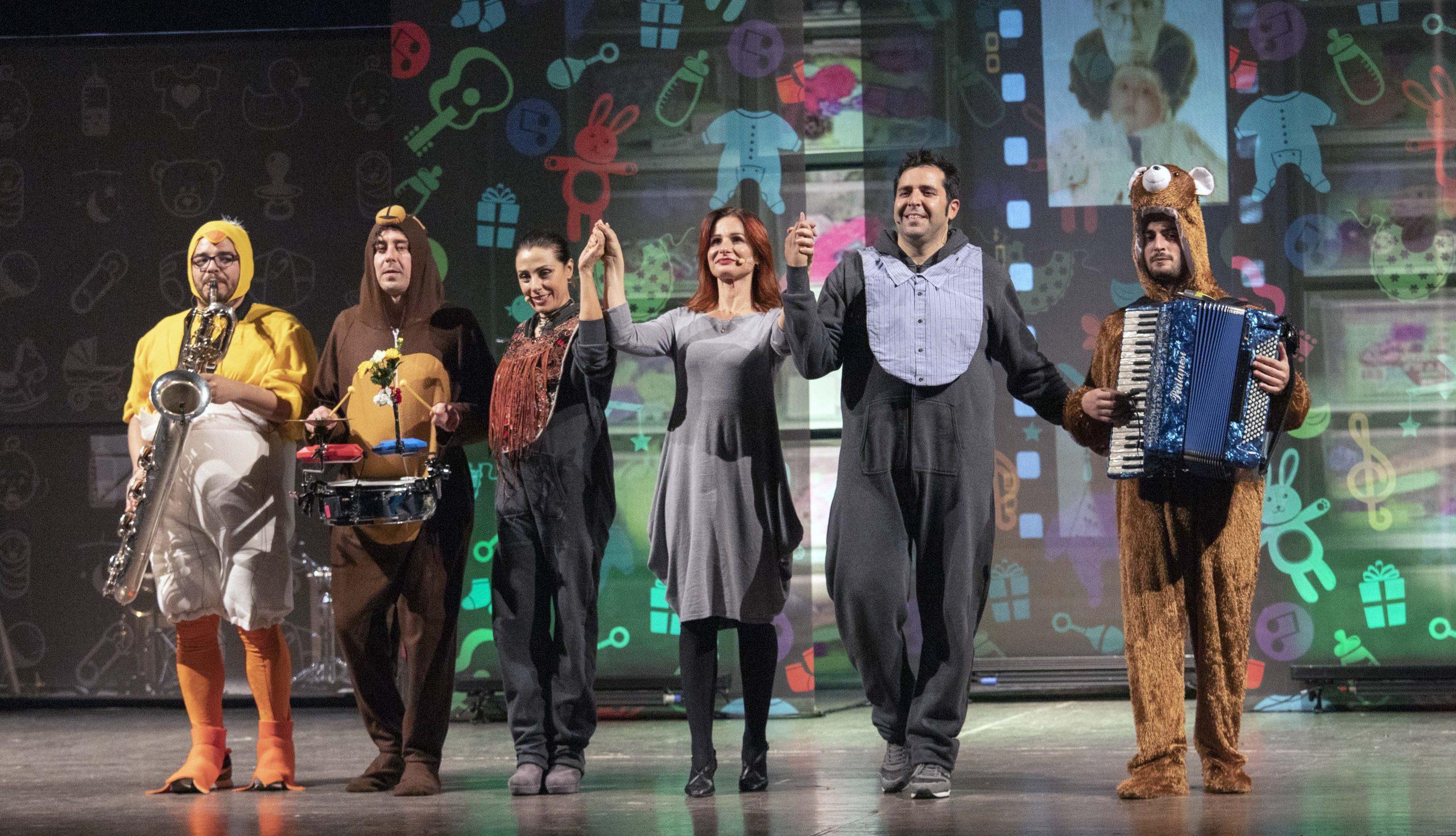 """Emozioni, risate e tanti applausi a teatro per """"Mammamiabella"""""""