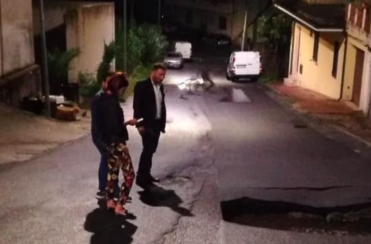 Gioia Tauro, dopo il maltempo cede la strada: chiusa via Monti