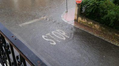 Bomba d'acqua a Gioiosa Marina. Allagato il centro cittadino