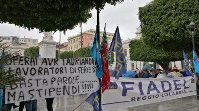 Stipendi in ritardo, Avr in protesta: «Lavoriamo per voi, pagateci»