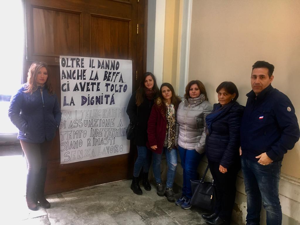 Gli Oss in protesta all'Asp di Reggio. Manca la firma di Cotticelli