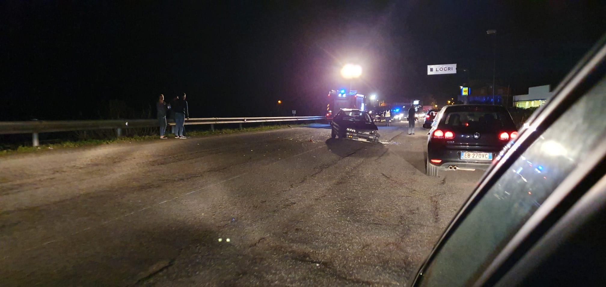 Locri, incidente sulla statale 106. Due feriti e traffico rallentato