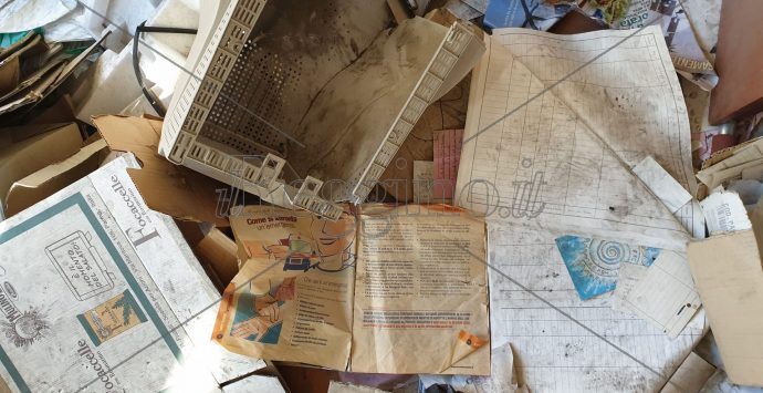 I vandali, il degrado, l'abbandono: a Gebbione l'edificio simbolo dell'incuria e della vergogna