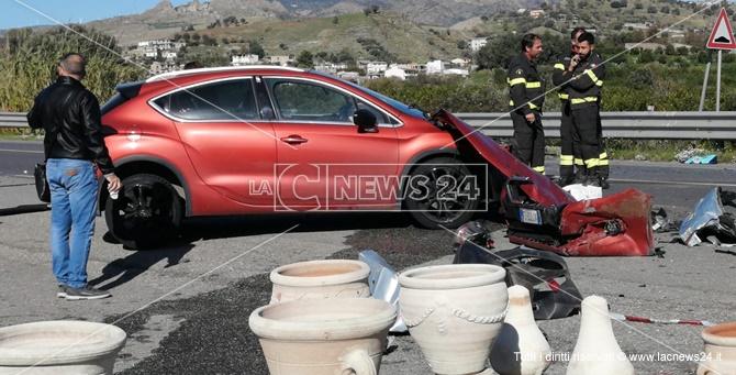 Un morto e cinque feriti nell'incidente mortale a Melito