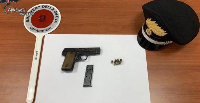 Sequestrata pistola con matricola abrasa occultata nel giardinetto pubblico