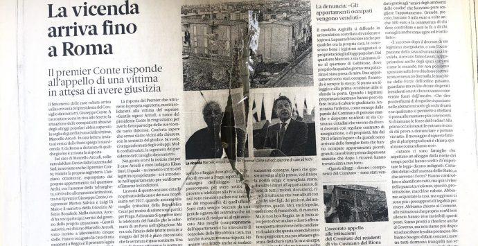 Ancora un messaggio per Klaus Davi: volantini affissi sulla vetrata della sua casa di Archi