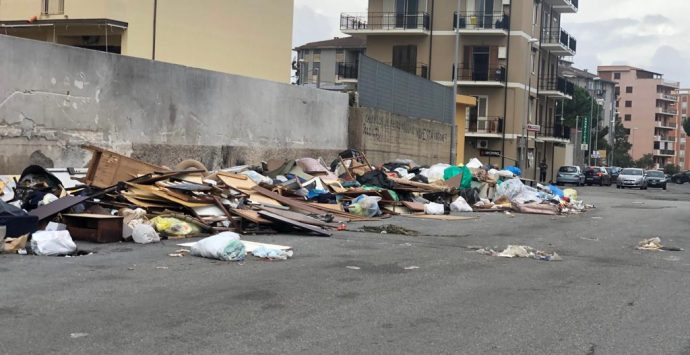 Reggio, a Ciccarello è emergenza rifiuti perenne. Fino a quando?