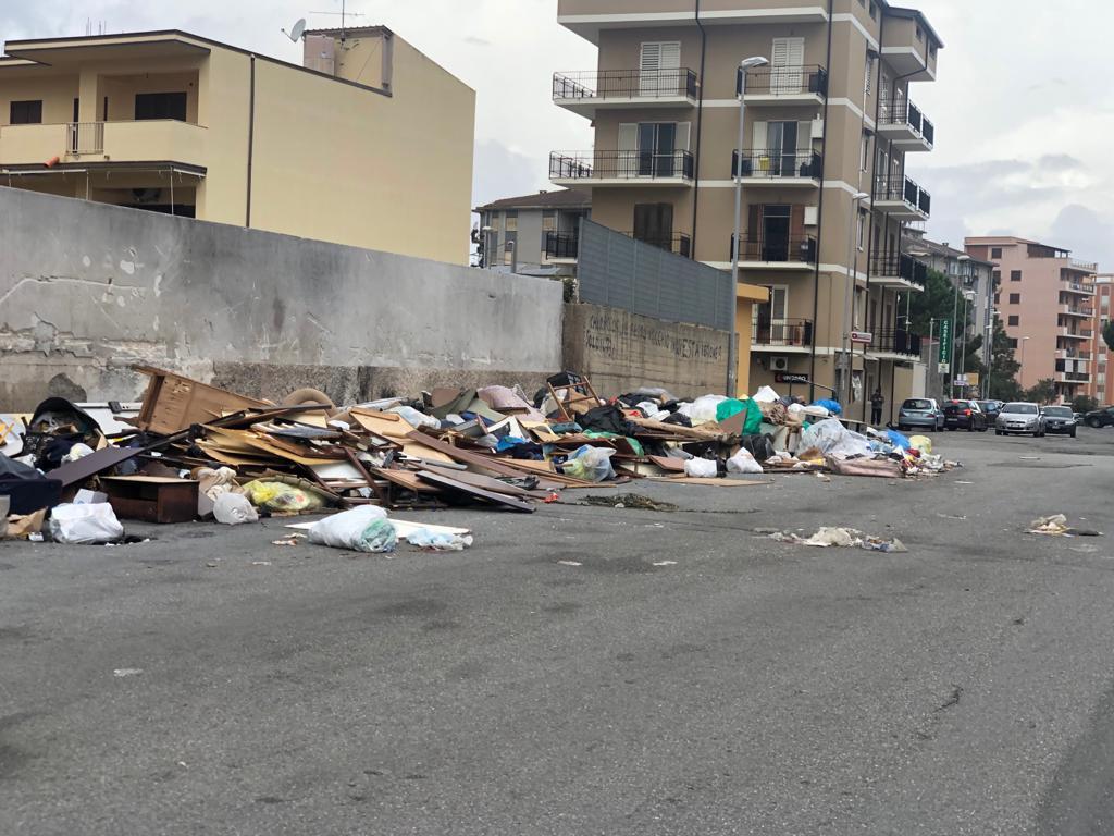 Reggio, abbandono di rifiuti. 15 denunce a Ciccarello