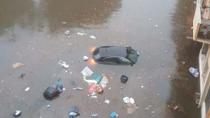 Piove sull'allagato. Reggio, rassegnata, sprofonda tra i cumuli di spazzatura