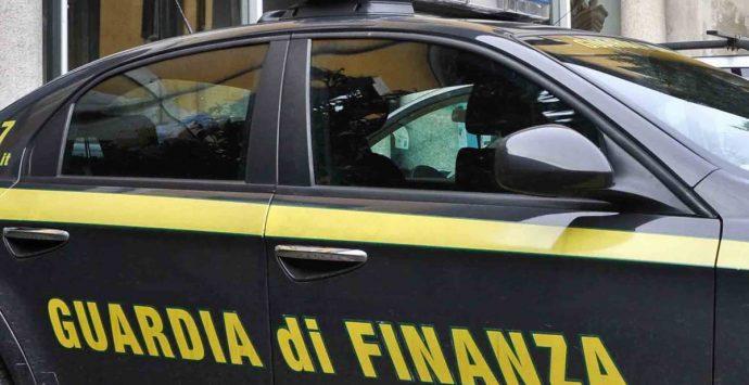 La Gdf di Genova sequestra auto a capo cosca Alvaro di Sinopoli