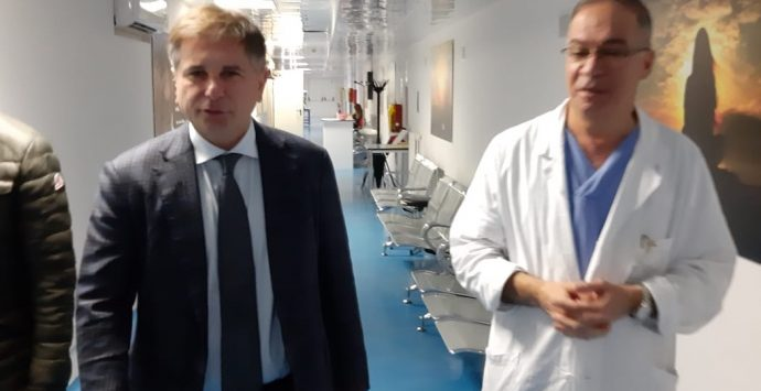Ospedale, visita di Pedà in corsia: «La buona sanità è possibile»