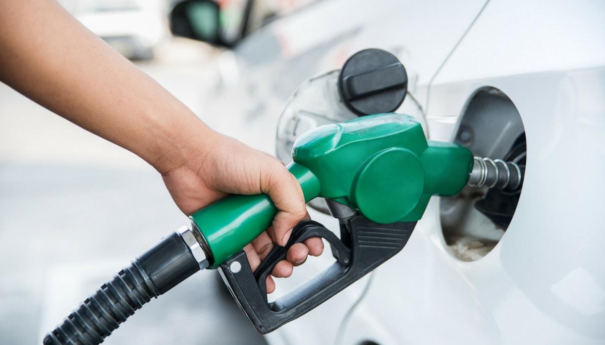 Distribuzione illegale carburanti, monta la protesta dei benzinai