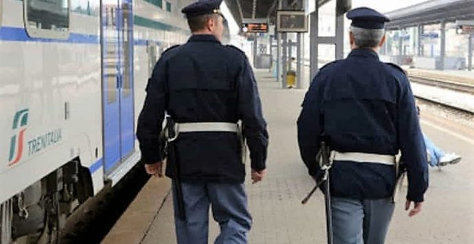 Reggio, Polfer intensifica attività: controllati 100 bagagli e identificate 286 persone