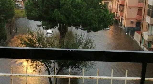 Reggio: disagi, danni, allagamenti. Processione rinviata. Attivata unità di crisi in Prefettura