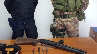 I Carabinieri trovano un fucile in un campo di ginestre selvatiche