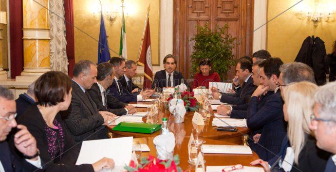 Aeroporto e mezzi pesanti a Reggio, l'impegno del ministro De Micheli