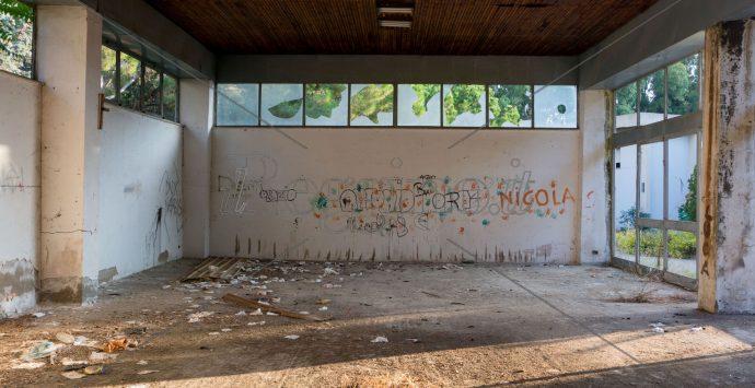 Pentimele, l'ex fiera campionaria marcisce fra vandali e degrado