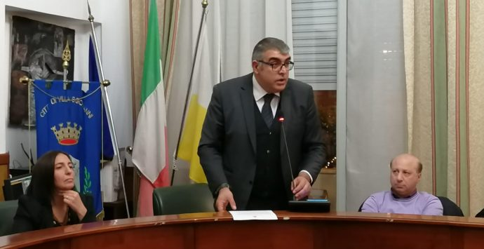 Villa San Giovanni, la maggioranza contro l'opposizione: «Specula e chiede solo posti in Giunta»