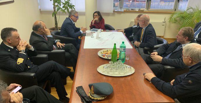 Il Ministro dei trasporti De Micheli al porto di Gioia Tauro: «Strategico per il futuro»