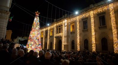 Reggio, luci sull'albero dell'AIL. Falcomata: «Simbolo di speranza»