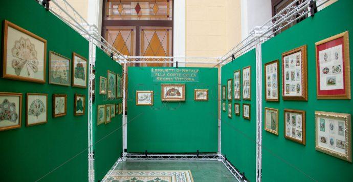 Dalla corte della regina Vittoria un viaggio nella storia dei biglietti augurali