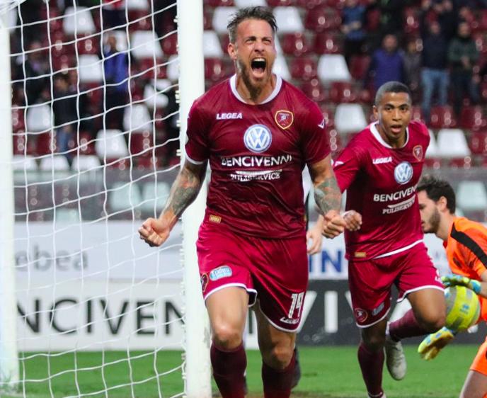 La Reggina risorge a Pescara. Decidono Denis e Montalto: 0-2