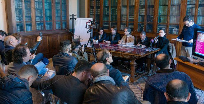 Un Natale senza sfarzo a Reggio per dare attenzione alle emergenze