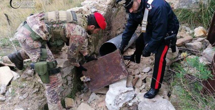 Reggio, fucili e cartucce trovati all'interno di un tubo