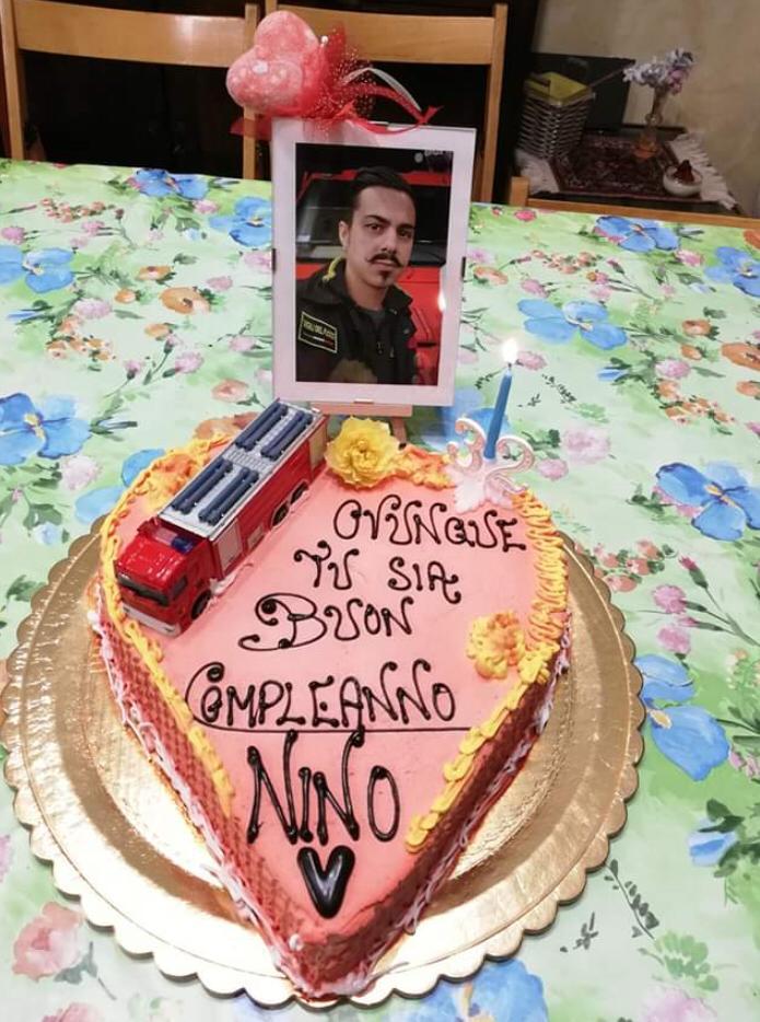 Torta Buon Compleanno Mamma.Una Torta Per Nino Da Mamma E Papa Ovunque Tu Sia Buon Compleanno