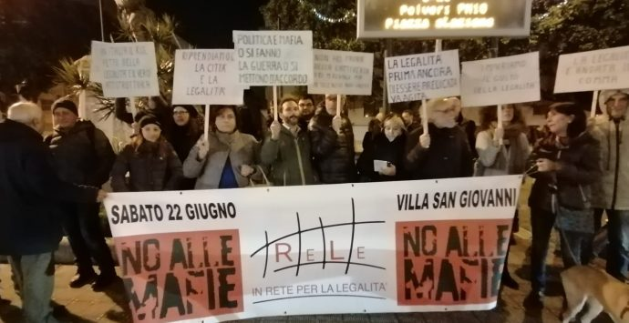 """Villa San Giovanni, in 40 al sit-in davanti al Comune dopo """"Cenide"""""""