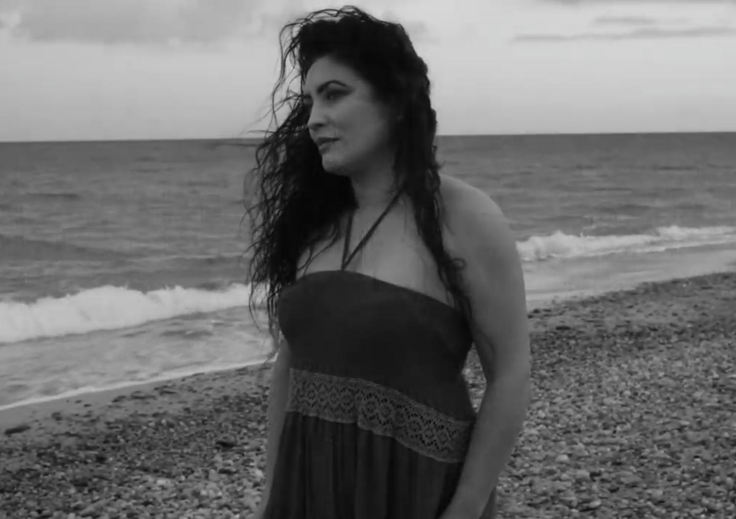 """Siderno, Cinzia Costa protagonista del videoclip """"Noi ci saremo ancora"""""""