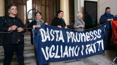 Alloggi: famiglie in protesta nell'androne di palazzo San Giorgio