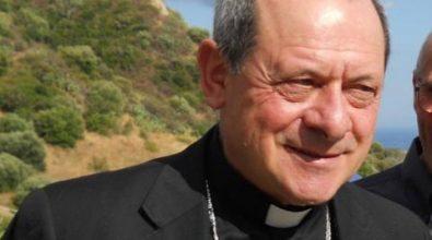 Scritte offensive contro il parroco di Ardore. La condanna del vescovo