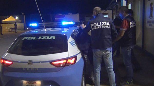 Reggio, assalto a portavalori con divise della Polizia e tute da netturbini