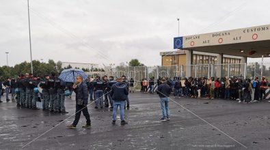 """Protesta porto, sindacati contro """"Campagne in lotta"""": «Avvoltoi»"""