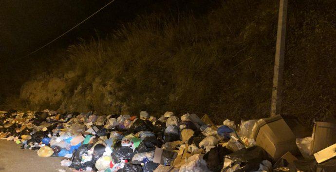 Non solo coronavirus, a Reggio Calabria è emergenza rifiuti: organico non ritirato in diverse zone