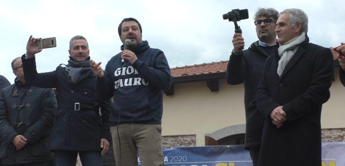 Accoglienza da rock star per Matteo Salvini nella tappa di Gioia Tauro del suo tour calabrese