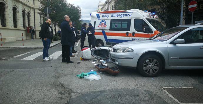 Reggio Calabria, incidente auto-scooter: centauro ferito
